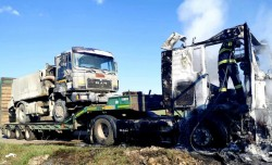 Un Tir a luat foc între localitățile Șagu și Vinga