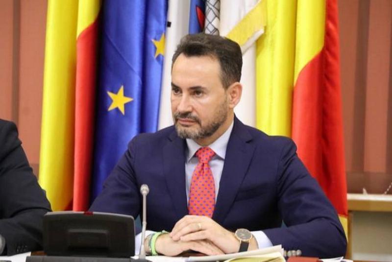 """Gheorghe Falcă: """"Elevii arădeni ar trebui ca din 9 mai să aibă deja tabletele pentru e-learning!"""""""