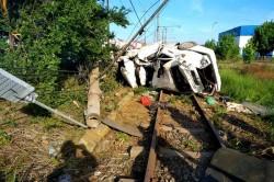 Grav accident rutier în Arad. Un autoturism s-a făcut praf