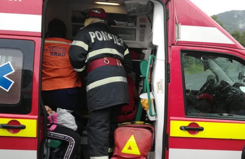 Accident cu victimă încarcerată la Cruceni