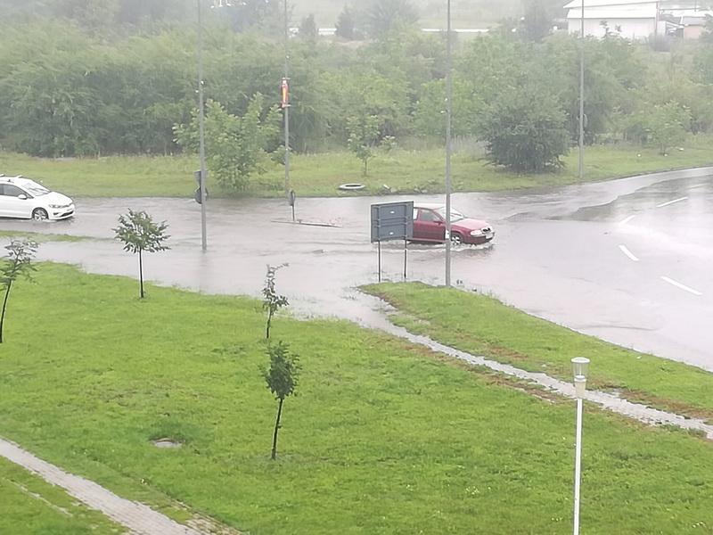 Din nou zone inundate în Arad după ploaia torențială de miercuri dimineața