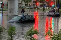 """A plouat din nou, ne-am inundat din nou şi ne-am blocat în zonele """"clasice"""" din oraş"""