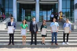 Arădeni cu care ne mândrim: elevii de 10 la Evaluarea Naţională premiați