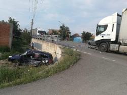 Accident cu victimă încarcerată în Zimandu Nou