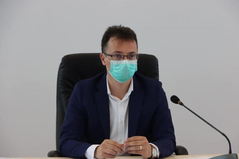 """Horea Timiş, directorul DSP Arad, semnal de alarmă: """"Luăm în calcul să propunem suspendarea activității în piețe şi terase"""""""