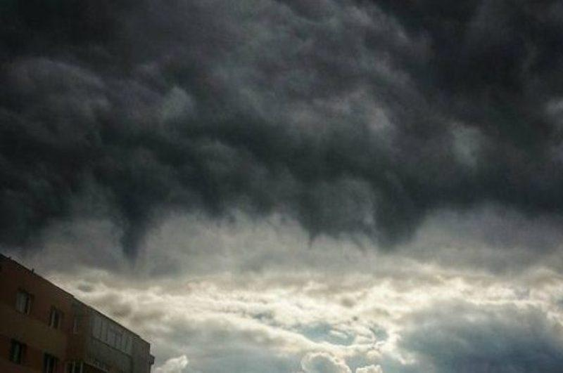 Alertă Meteo: Aradul sub Cod GALBEN  de averse torențiale, vijelii și grindină