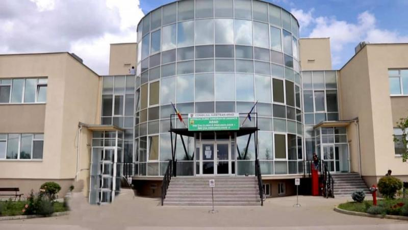 Încă 20 de pacienți vindecați și externați de la spital Covid din Arad
