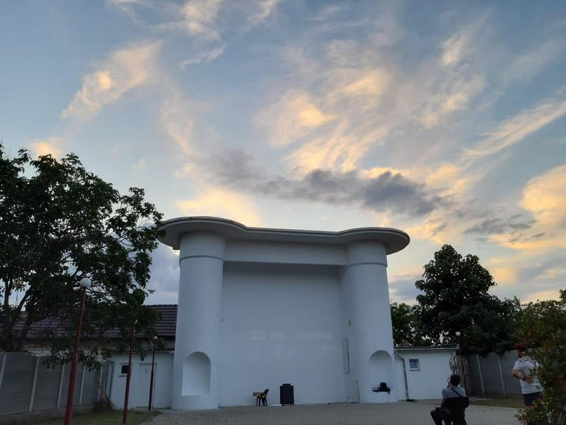 """""""Mi-e dor""""- spectacol de muzică și poezie, în grădina de vară de la cinematograful din Grădiște"""