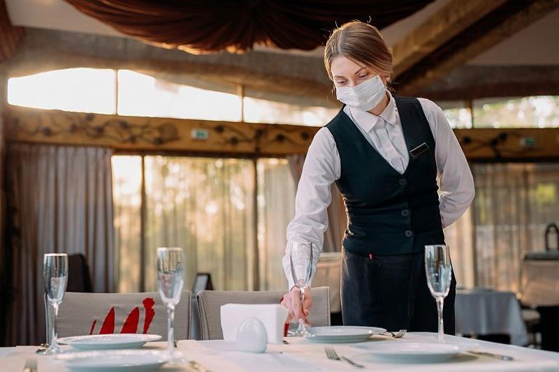 Premierul se ţine de cuvânt. De la 1 septembrie se redeschid restaurantele, dar cu câteva restricţii