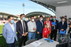 """Ministrul Tineretului și Sportului în vizită la inaugurarea noii arene """"Francisc Neuman"""" Arad"""