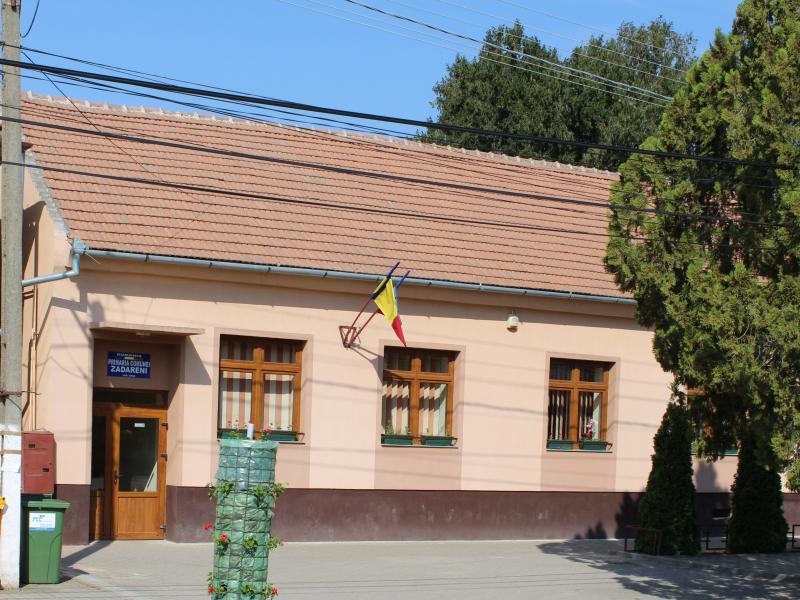 Şcoala Gimnazială Zădăreni a fost închisă marţi dimineaţa, după ce directorul unităţii a fost confirmat pozitiv la virusul SARS-CoV-2