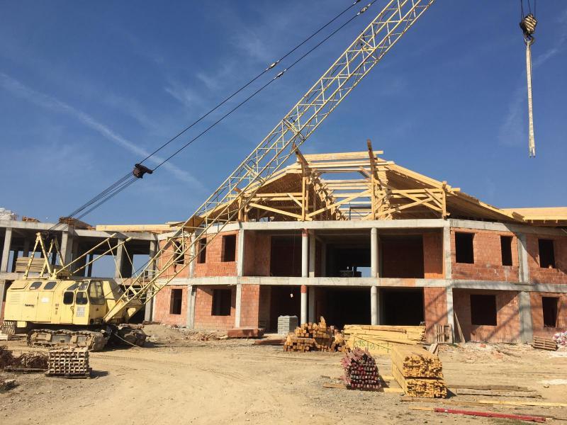 Noul spital de Psihiatrie, construit de Consiliul Județean, este acoperit în aceste zile!
