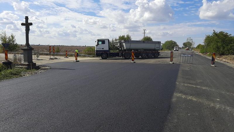 A fost asfaltată și intersecția cu Vladimirescu, pe drumul Arad-Șiria