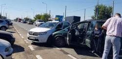 Accident în faţă la RAR, două autoturisme avariate serios