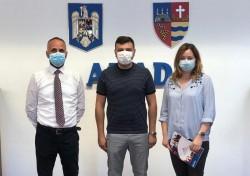 """Sergiu Bîlcea:,,Donație de 18 000 de măști pentru școlile din Arad"""""""