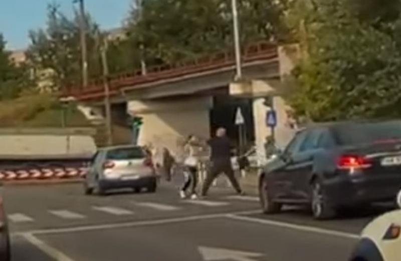 Bătaie în trafic între o şoferită şi un pieton pe Bd. Titulescu