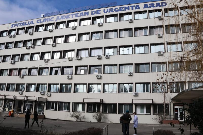Arădenii care au nevoie de intervenții chirurgicale de urgență evită internarea în spital de frica virusul SARS CoV-2