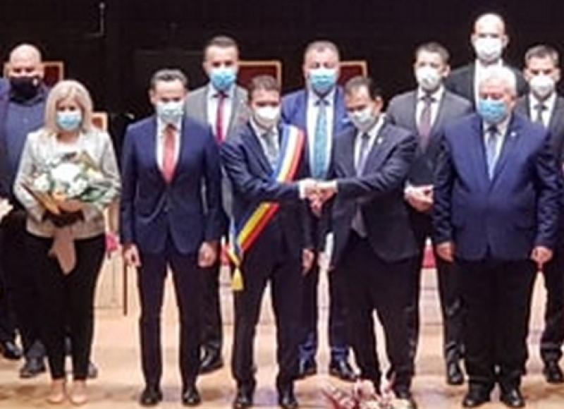 Primarul Aradului, Călin Bibarţ, şi noii consilieri municipali au depus jurământul