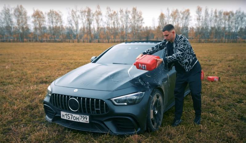Bolid de lux de 150.000 de euro, incendiat de proprietarul sătul de problemele tehnice
