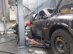 Service auto în flăcări în cartierul Bujac