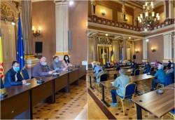 Purtărea măștii pe o rază de minim 100 de metri față de toate instituțiile/unitățile de învățământ, obligatoriu în judeţul Arad
