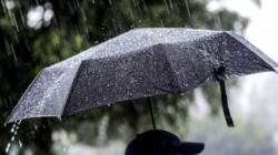 METEO: Se întorc ploile şi scad temperaturile! Un val de aer polar loveşte România