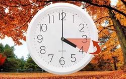 Sâmbătă noaptea trecem la ora de iarnă. Dormim mai mult sau mai puţin?