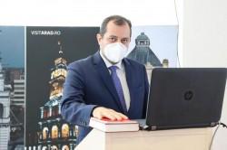 Răzvan Cadar a revenit la C.J. Arad după a fost infectat cu noul coronavirus preluându-şi noul mandat de consilier judeţean