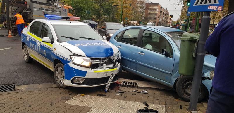 Nu e clar cine e vinovat, dar și-au șifonat bine mașinile