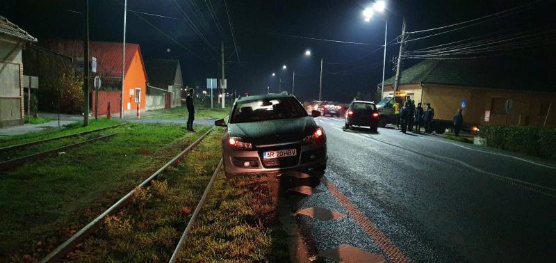 Circulaţia tramvailor în Vladimirescu, blocată de un accident între două autoturisme