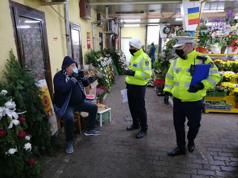 148 de sancţiuni în valoare totală de 39.250 de lei date de poliţiştii arădeni pentru, toate pentru nepurtarea măștii