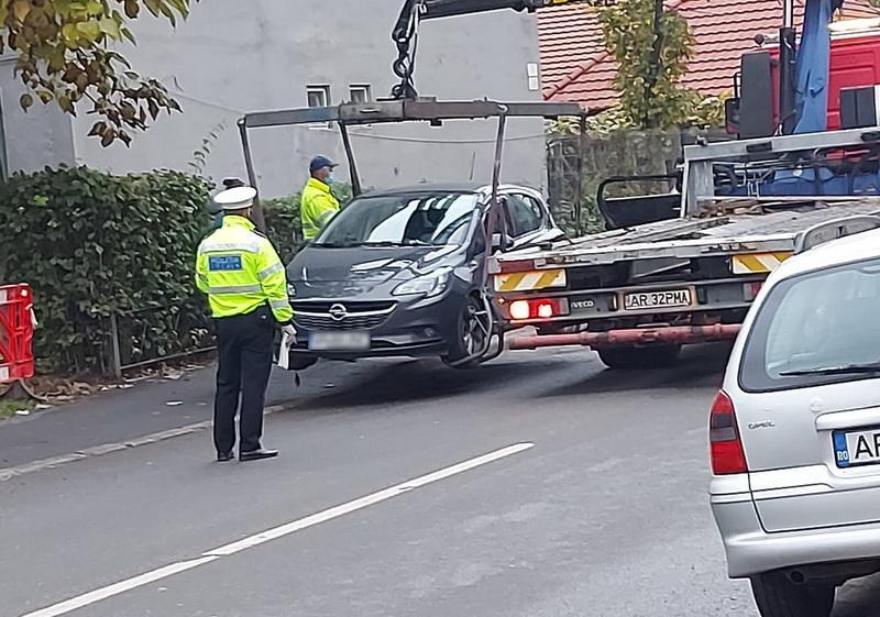 Atenţie Şoferi! Mașinile parcate pe trotuar vor putea fi ridicate