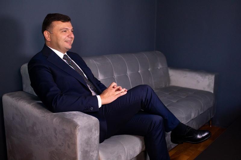 """""""Aradul are nevoie de Guvern, de Parlament pentru dezvoltare cu mai multă forţă""""- Interviu cu Sergiu Bîlcea, preşedintele PNL Municipiul Arad, candidat pentru Camera Deputaţilor(P)"""
