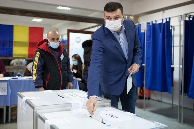 """Sergiu Bîlcea: """"Votaţi, e nevoie de fiecare, pentru a porni pe drumul corect"""""""