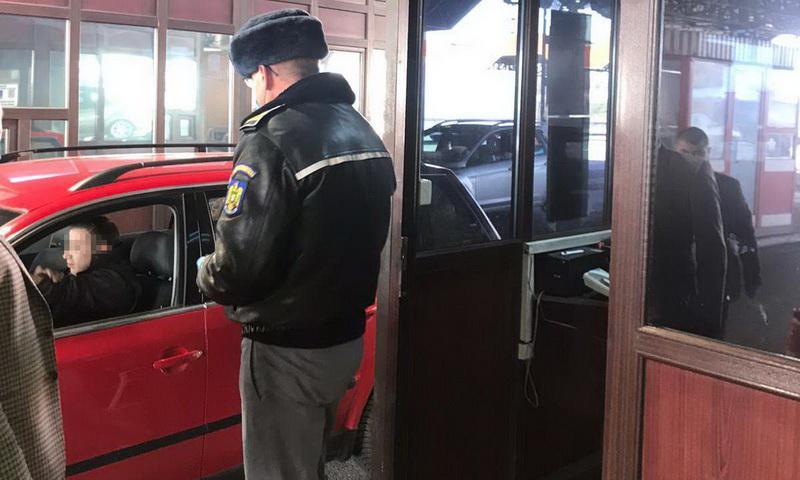 A dat 3.000 de euro pe un permis de conducere fals, însă nu a reuşit să-i păcălească pe poliţiştii de frontieră de la Nădlac
