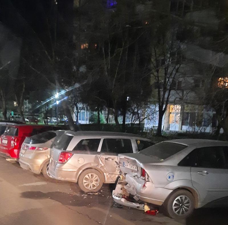 """""""Surprize"""" de Crăciun: Câţiva arădeni şi-au găsit masinile făcute praf în faţa blocului"""