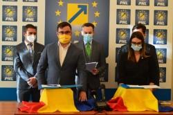 """Candidații PNL Arad la parlamentare au semnat un """"Angajament"""" prin care își asumă proiectele Aradului și programul de guvernare al PNL(P)"""