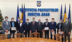 Parlamentarii de Arad şi-au primit mandatele