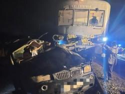 Ajun de Crăciun tragic pentru familia unei tinere de 21 de ani decedată după ce maşina ce o conducea a fost lovită de tren în zona Ineu