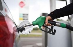Benzina şi motorina se vor scumpi la pompă de la prima oră a anului 2021