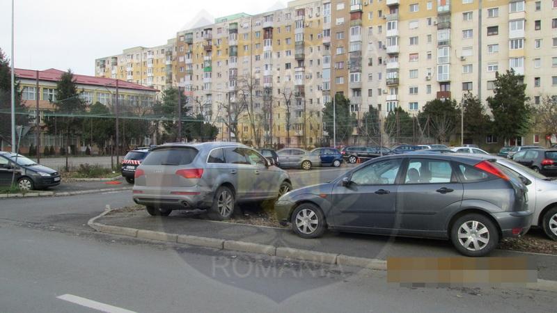 6500 lei amenzi pentru parcare pe spațiile verzi