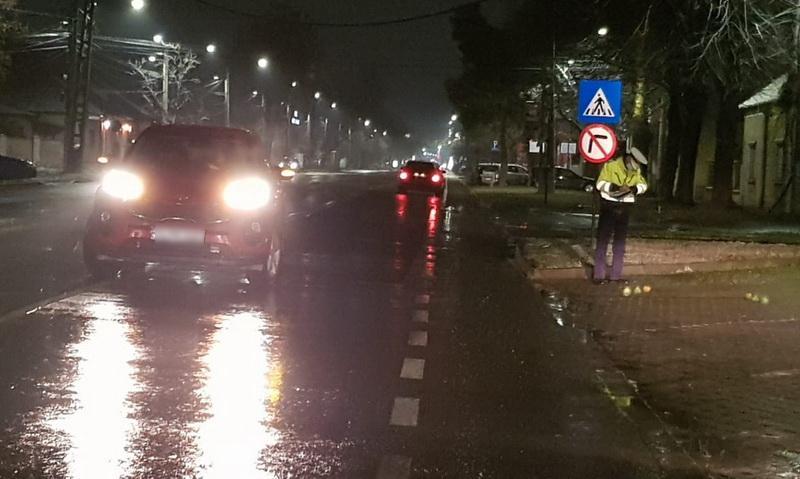 Pieton accidentat pe Calea Victoriei, proiectat pe sensul opus de mers unde a fost acroşat de un al doilea automobil
