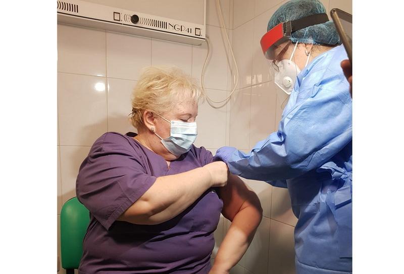 Primilor vaccinaţi din Arad li se administrează a două doză