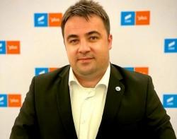Vlad Botoș se retrage de la conducerea filialei USR Arad ........... mai de voie, mai de nevoie