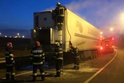Incendiu la remorca frigo a unui autotren în Aradul Nou la sensul giratoriu lângă Gazprom