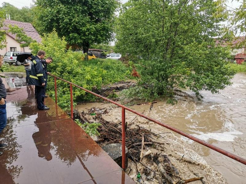 COD PORTOCALIU de inundaţii în zona Gurahonţ