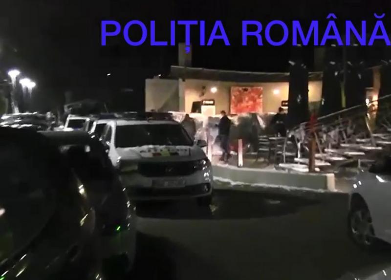 """Poliţiştii arădeni  au """"spart"""" o petrecere privată  cu 124 de tineri de Valentine`s la un club din incinta strandului! 43 de amenzi şi dosar penal!"""