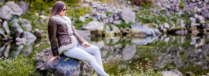 Ține frigul la distanță cu hainele de blană și de piele produse la Sebiș!
