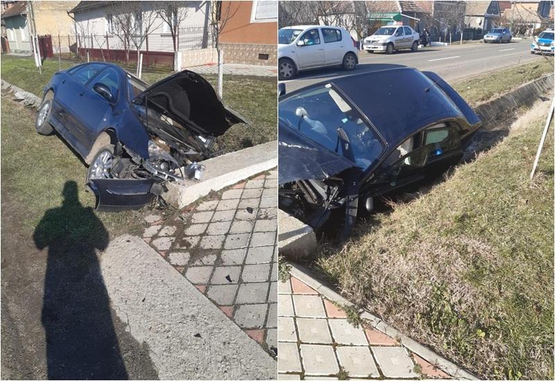 Şi-a făcut maşina praf  într-un cap de pod la Covăsânţ