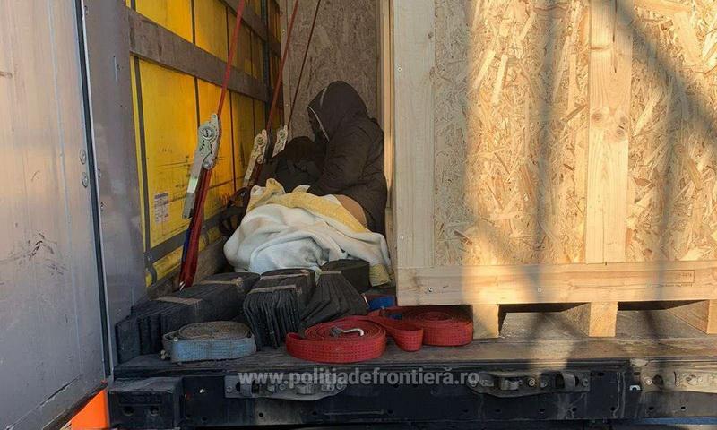 29 de cetăţeni din Afganistan, Pakistan, Tunisia şi Maroc depistați de poliţiştii de frontieră arădeni